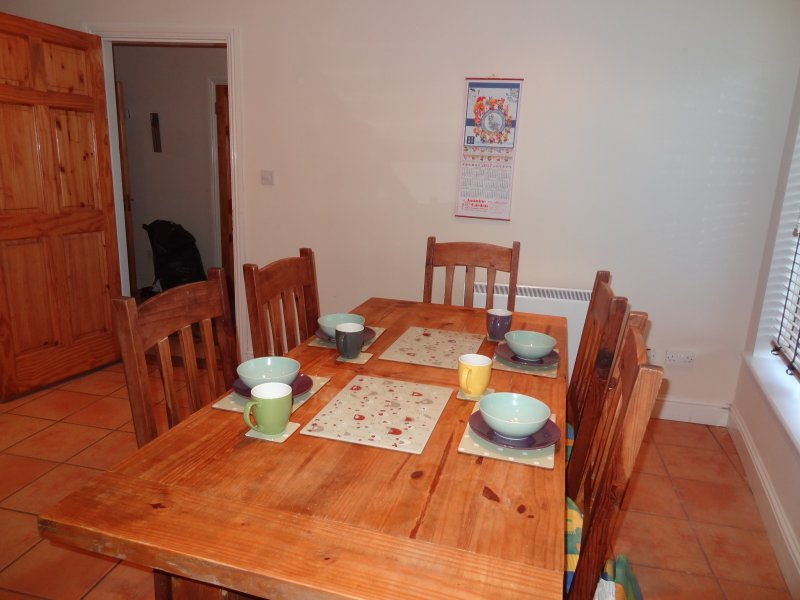 Dining Table Seats 6 Comfortably