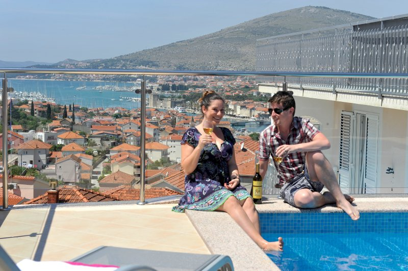 VILLA WITH  ROOFTOP POOL AND JAKUZZI – semesterbostad i Trogir