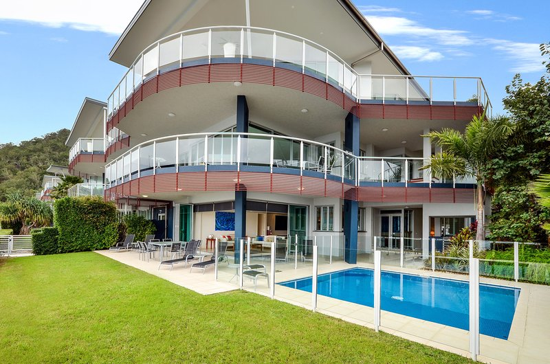 Pavillion 17 - Waterfront Spacious 4 Bedroom With Own Inground Heated Pool And, vacation rental in Hamilton Island