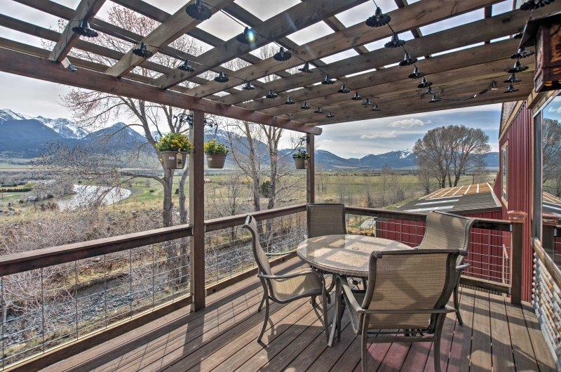 Lovely Livingston Loft w/ Mountain & River Views!, holiday rental in Pray