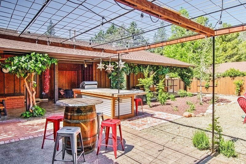 Retirarse al país de las maravillas geológicas de Sedona y permanecer en esta casita, 3 baño vacaciones Casa de 3 dormitorios + que puede alojar cómodamente a 6!
