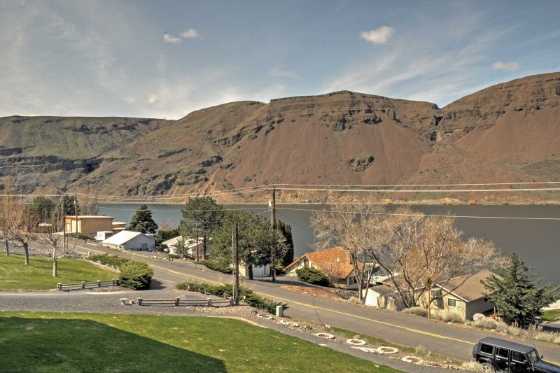 Explore Coulee City and its many lakes when you stay at this lovely home.