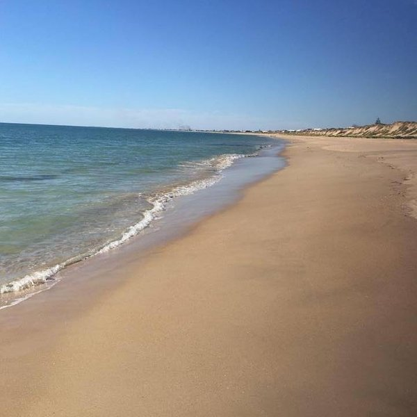 Holiday Beach House - 100 Metres from Beach.  Sleeps 12 or 3 families, holiday rental in Mandurah