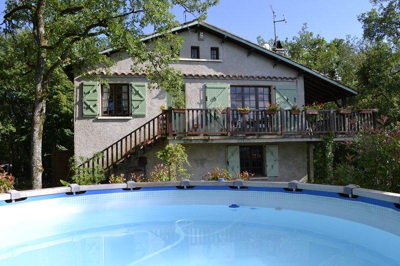 La Maison du Saut de la Mounine. Animals welcome, location de vacances à Villeneuve d'Aveyron