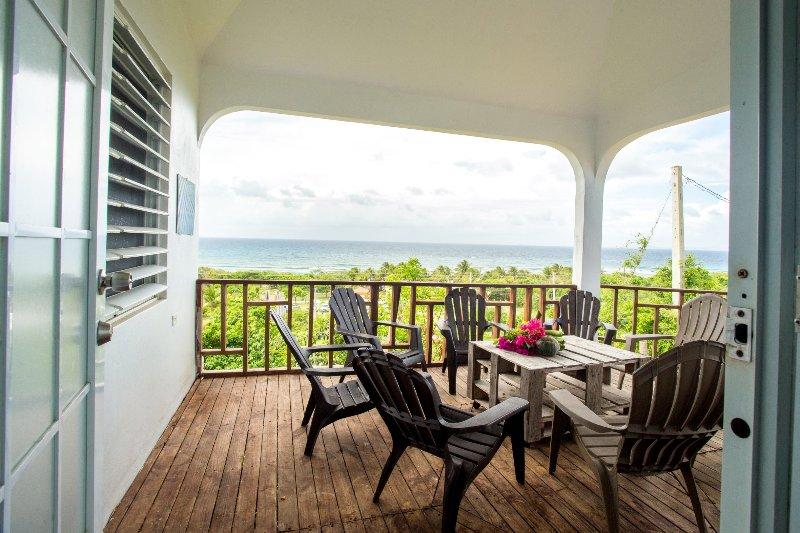 Ocean View & Beach up to 18! Cars, Biobay, Ferry! Free Beach items, alquiler de vacaciones en Isabel Segunda