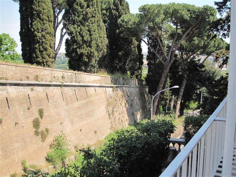 Histórico muro Gianicolense desde el Balcón