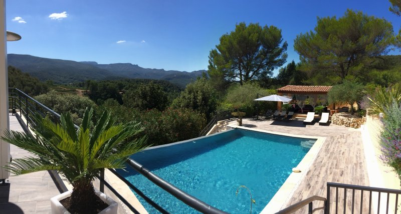 SUPERBE VILLA AU CALME AVEC PISCINE PROCHE CASSIS, vacation rental in Peynier