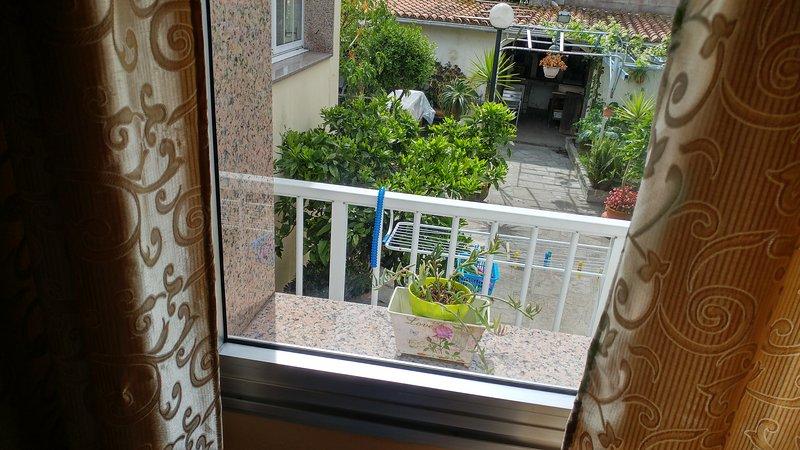 APARTAMENTO CLUNY - Estudio con parking - A 5 minutos de playa, holiday rental in Vilanova de Arousa