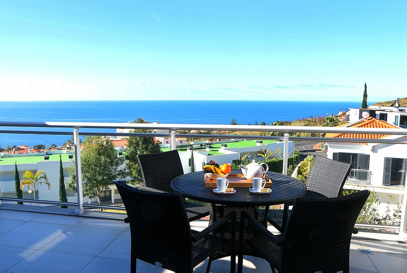 Paradisus Pearl - Swimming Pool and Sea Views, holiday rental in Canico