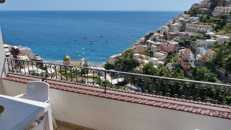 01 Sasà private terrace with Positano view
