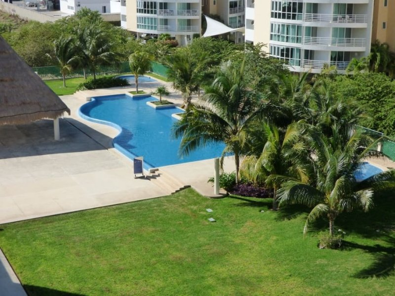 Vue du balcon à la piscine