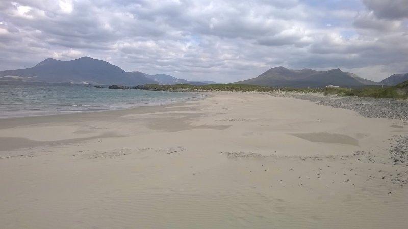Strand playa blanca en la Península de Renvyle tomada en mayo de 2017