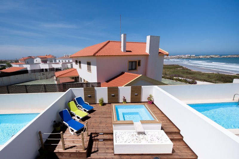 Baleal Beach Holiday Villa - The Sun Terrace House, aluguéis de temporada em Distrito de Leiria