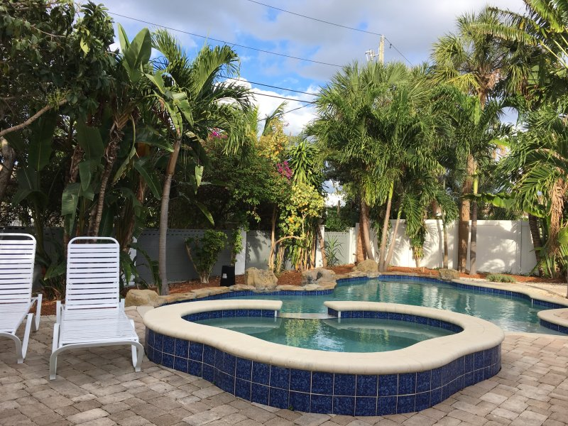 Relaxing retreat in great location-walk everywhere, beach, stores, restaurants, holiday rental in Lauderdale-By-The-Sea