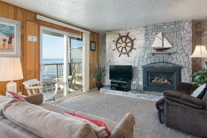 The Tide Pool - Fireplace, Kitchen, Oceanview, holiday rental in Lincoln City