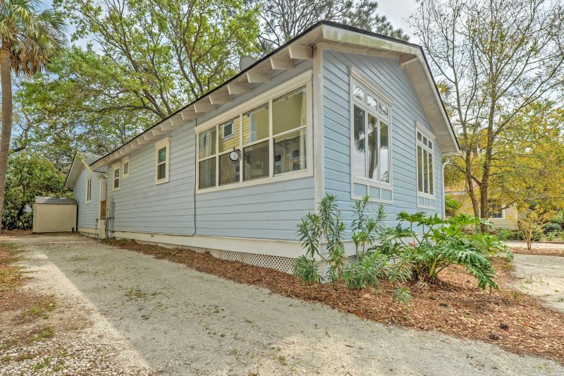 The 1-bedroom,  1.5 bathroom home has space for 6 travelers.