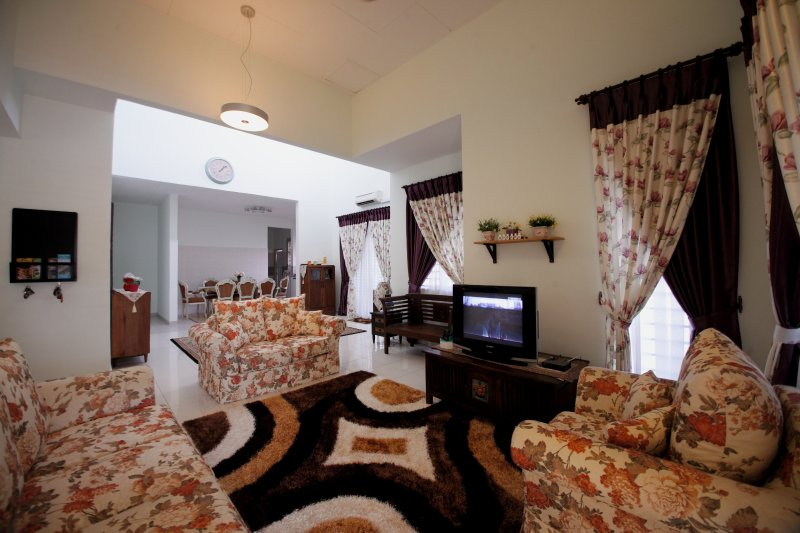Spacious and Cozy Vacation Home, vakantiewoning in Taman Haji Zainal