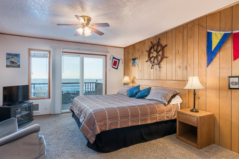 Quarterdeck- Studio,Fireplace, Beachfront, Kitchen, holiday rental in Lincoln City