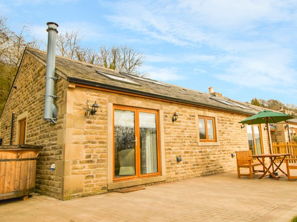 3 PHEASANT LANE, detached cottage, hot tub, countryside views, in Bolsterstone, location de vacances à South Yorkshire