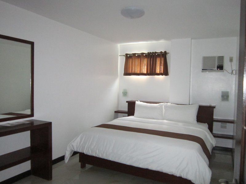 Family room second bedroom with 1 king size bed good for 2 persons.