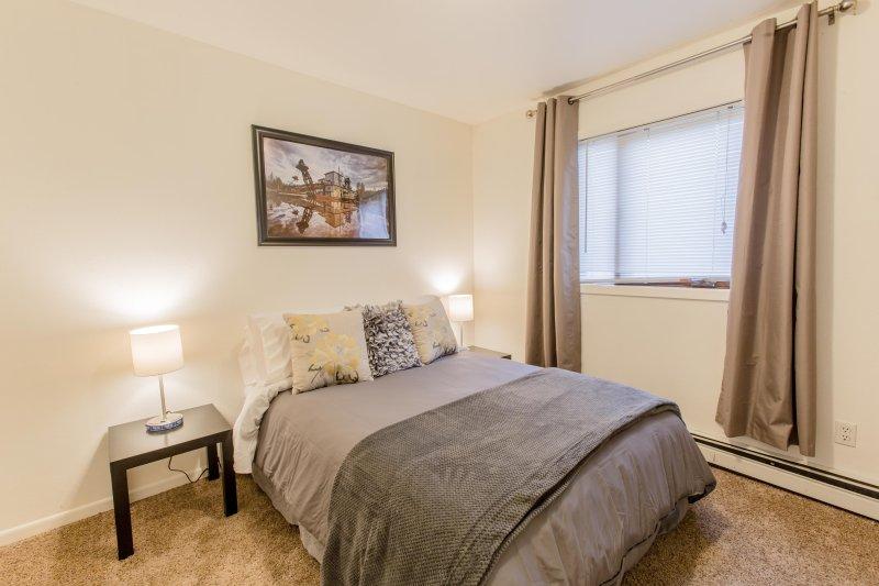 Lambton #4 - Bedroom - Full Size Bed, sleeps 2