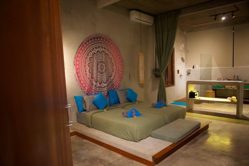 Une spacieuse chambre confortable moderne