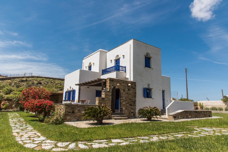 Irini's house privacy and sea view, holiday rental in Triantaros
