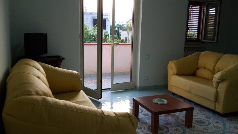 Ideale per Mare e Terme: nuovissimo appartamento, vacation rental in Acquappesa