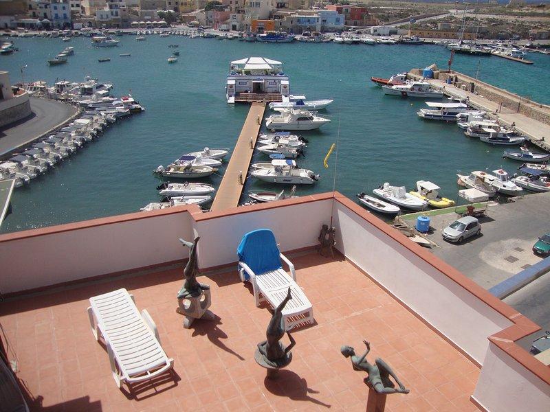 Camera Santuzza, con grande bagno, vista mare., Ferienwohnung in Lampedusa