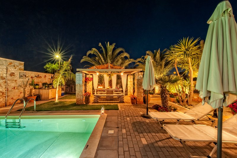Massive 300 sqm Villa, accommodates up to 20guests, holiday rental in Kalathas