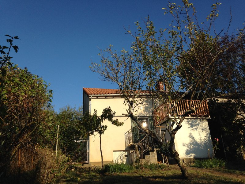 La Petite Maison de Monge - Rustic Eco Home - Self Catering (sleeps 2-4), vacation rental in Corgnac-sur-l'Isle