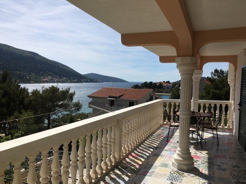 Apartments Karmela - Unit Laura, holiday rental in Grebastica