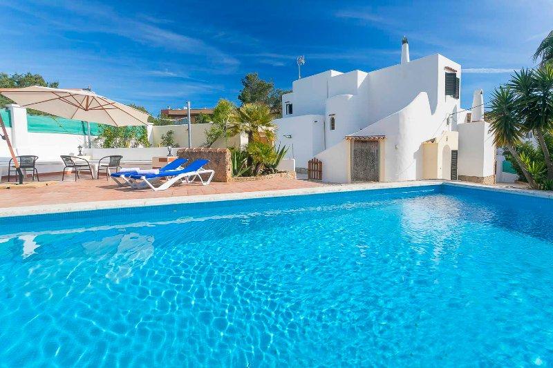 Villa Ben Parit in the centre of San Antonio doesn´t require a car, holiday rental in Ibiza