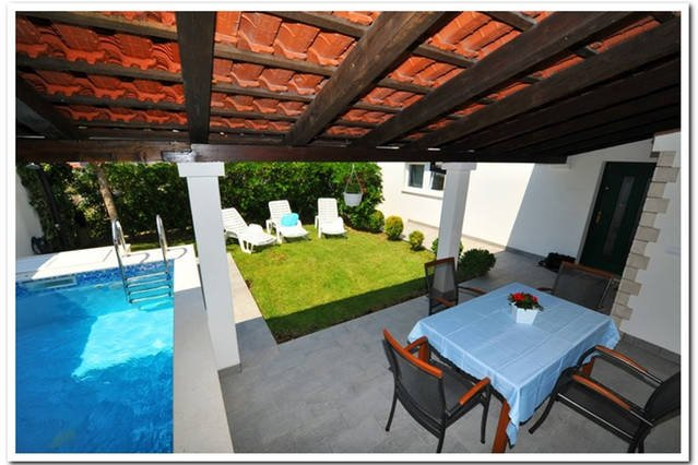 Relax holiday home with pool ; Split, alquiler vacacional en Podstrana