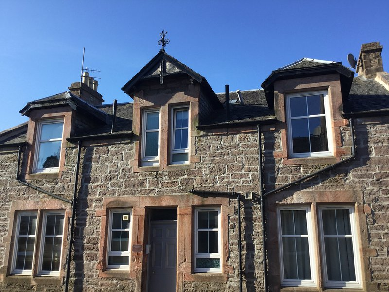 Cumlodden House, Relax in stylish comfort. Crieff, the heart of Strathearn., casa vacanza a Muthill