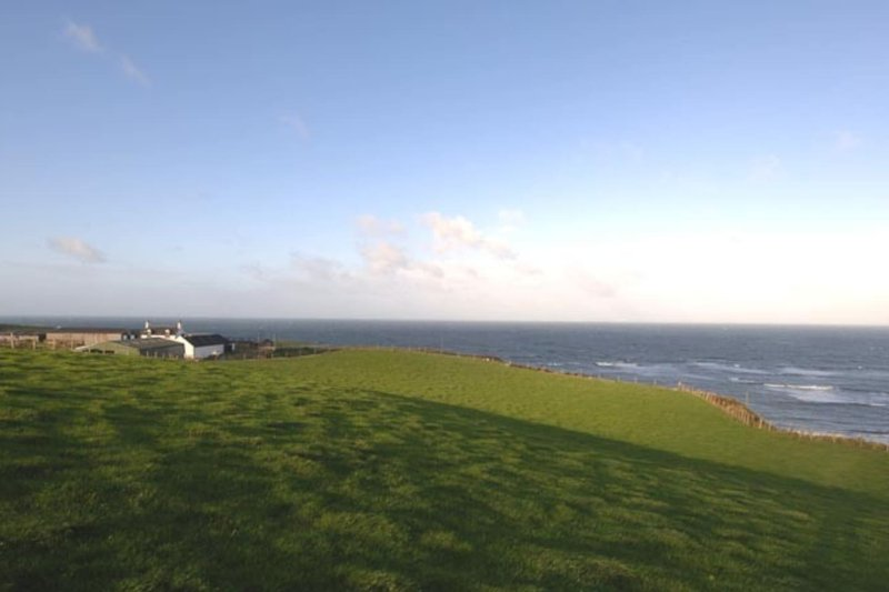 Seascape a cliff top farm Kintyre, vacation rental in Tayinloan