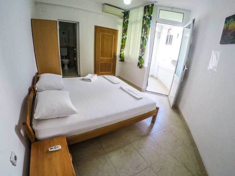 #5 Zeko-Apartments with Balcony for two!, holiday rental in Donji Stoj