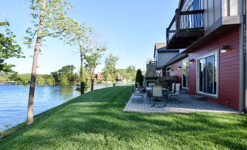 Chalets Resort Luxury Lakefront Chalet~Family Friendly~2 Pools~Free Amenities, holiday rental in Kimberling City