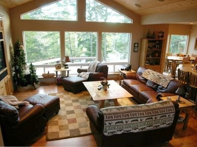 Maud Lake Lodge a Dune Access Lakefront Executive Home, holiday rental in North Bend