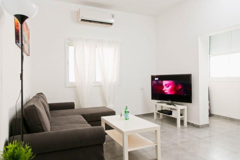 Lovely apartment close to the beach, location de vacances à Jaffa