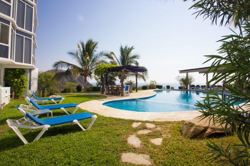 4003 - Oceanfront Luxury in Authentic Mexico, location de vacances à Crucecita