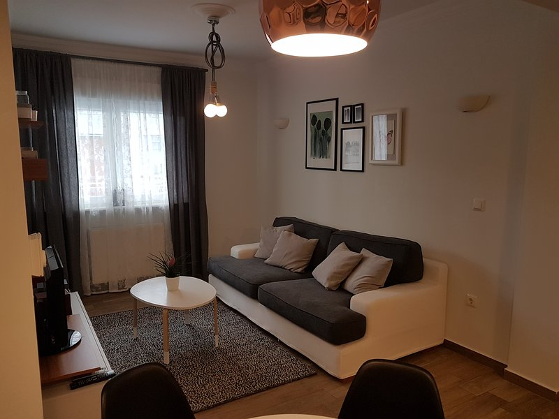 Modern Lovely Apartment, holiday rental in Thessaloniki