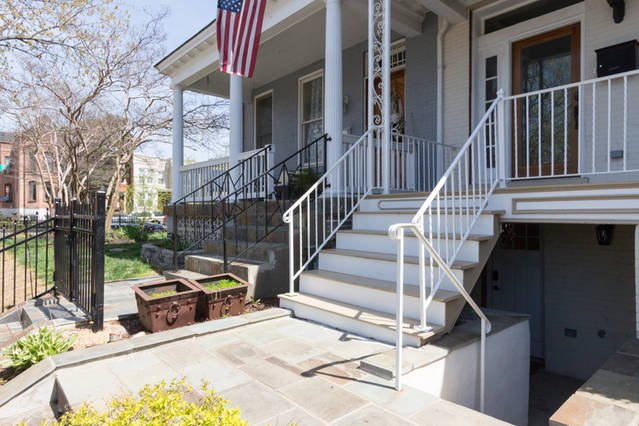 Bright 1 bedroom apt in DC nieghborhood of H Street, Capitol Hill w/ parking, holiday rental in Cottage City