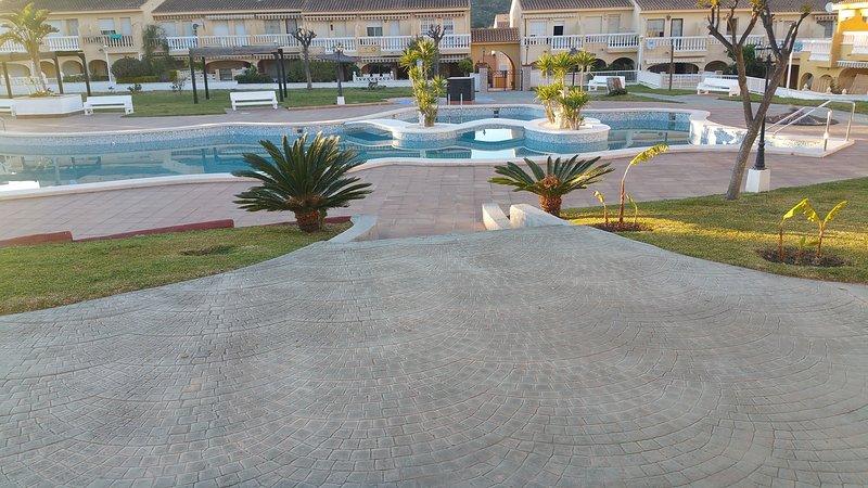 Precioso bungalow, con Internet, holiday rental in Campello