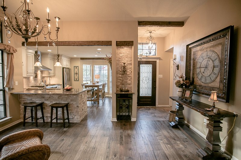 Charming Rustic Home in The Woodlands Texas, location de vacances à Spring