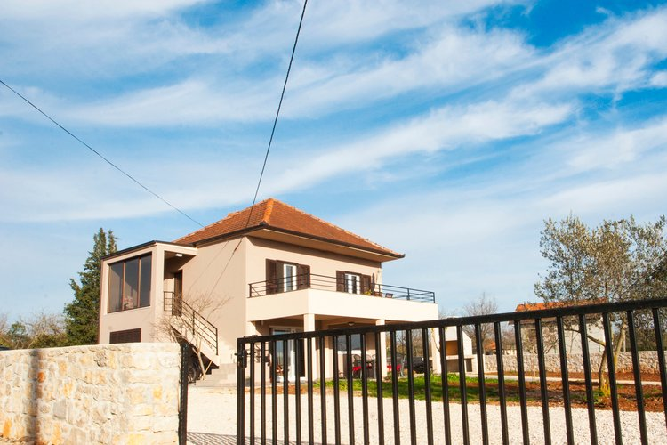 Spacious villa with a garden and a pool, Zadar