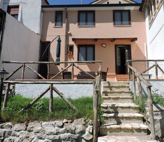 Mini appartamenti Il Tiglio, holiday rental in San Potito Ultra