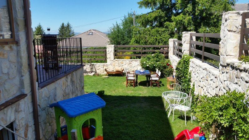 """1 hour from Madrid """"Casa El Robledal"""" is the place to share and enjoy with your family and friend"""