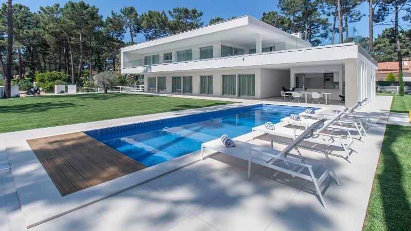 Villa Desiris - New!, holiday rental in Charneca da Caparica