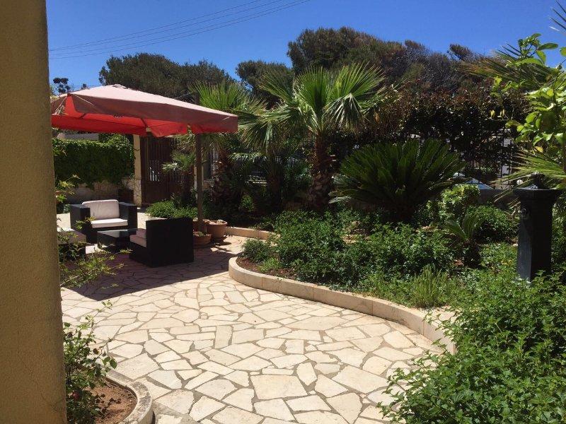 Trapani Erice Pizzolungo villa sul mare, vacation rental in Erice